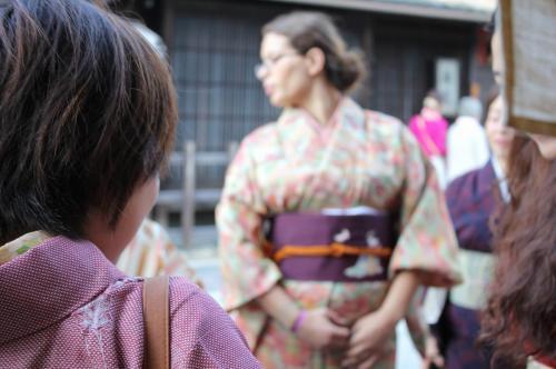 着物で日本酒
